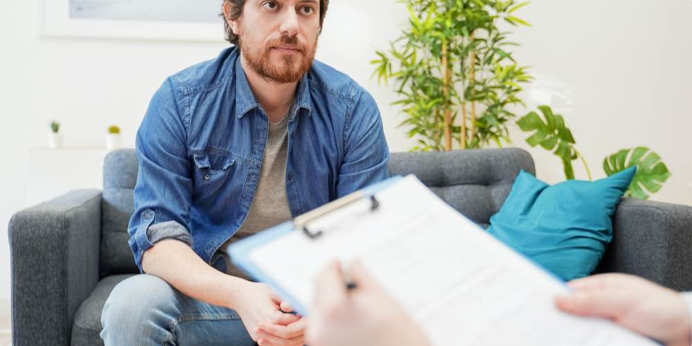 Client Working With Therapist On A Personalized Approach To Opioid Rehab